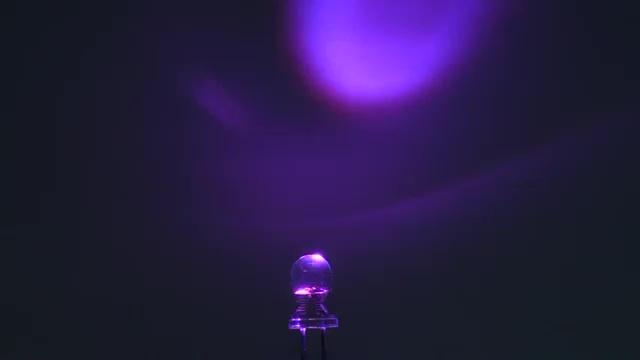 Vorschau: OptoSupply LED, 5mm, Kerzenscheinimitierend, 2000-2500mcd, 30°, klar, rosa