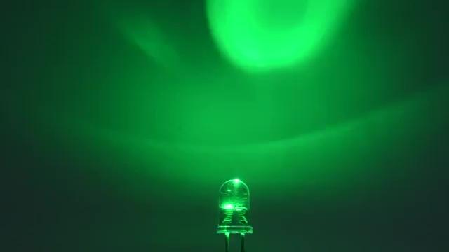Vorschau: OptoSupply LED, 5mm, Kerzenscheinimitierend, 12000-14400mcd, 30°, klar, grün